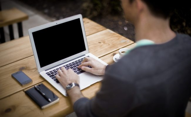 Zunahme von Bildschirmarbeit, Smartphones und Tablet PCs in der Arbeitswelt